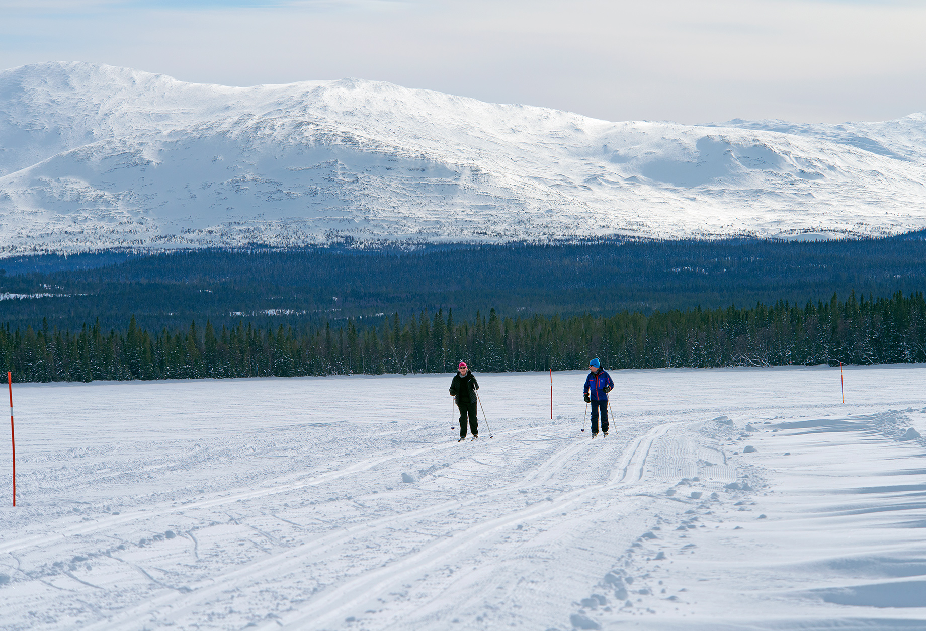 Att Skida Årefjällsleden över Ottsjön är En Av Fjällupplevelserna I Världsklass I Södra Årefjällen.