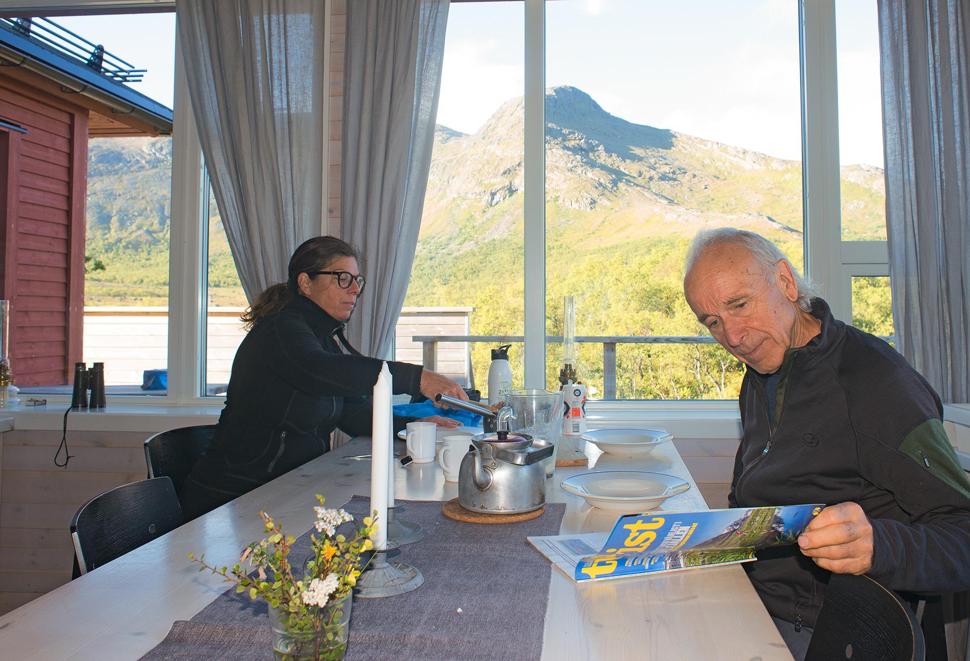 Utsikten Från Frukostbordet I Stensdalsstugan är Svårslagen. En Fjällupplevelse I Världsklass I Södra Årefjällen.